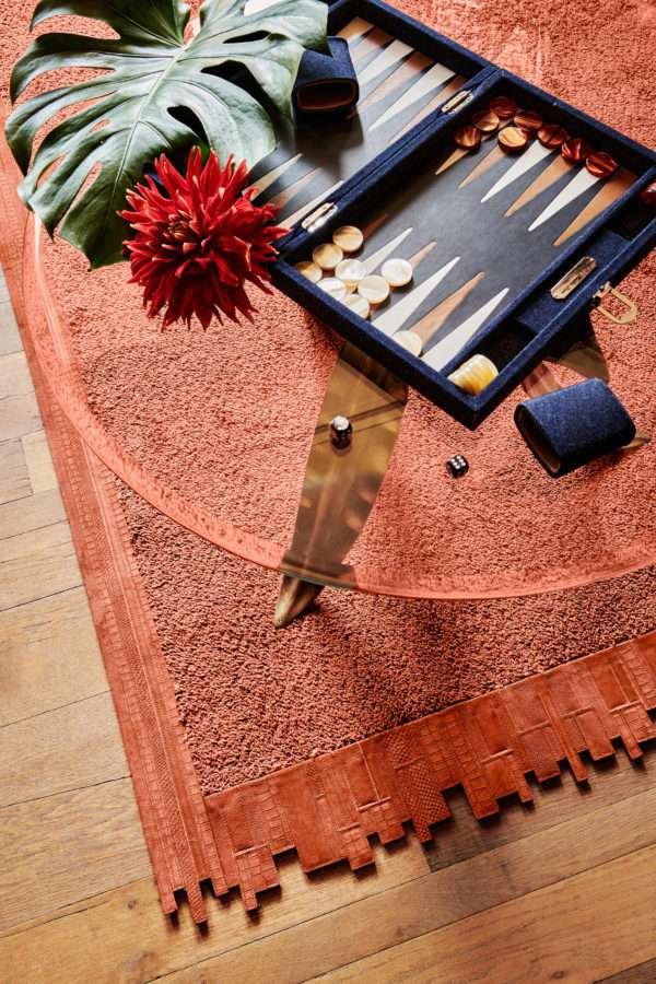Floor Jewels Formation - vloerkleed oranje - een design vloerkleed door Roelfien Vos en Van Besouw - Urban Jungle - woontrends 2021 - interieur trend 2021