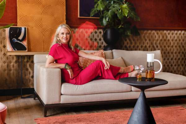 Floor Jewels Formation met interior designer Roelfien Vos - design vloerkleed oranje - Urban Jungle - woontrends 2021 - interieur trend 2021