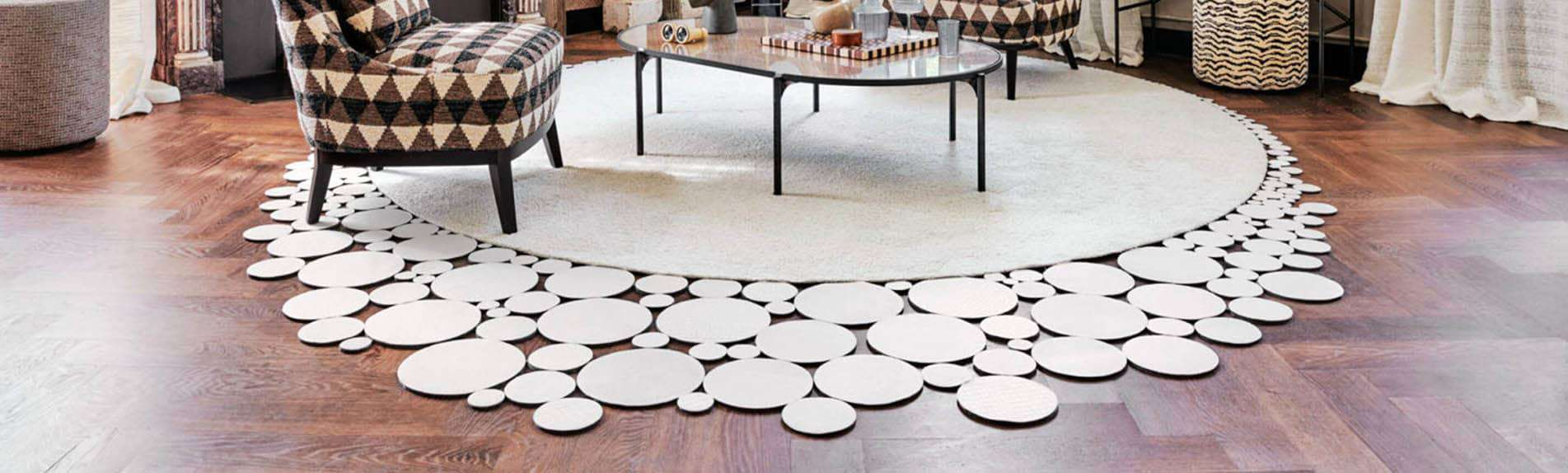 SLIDER Floor Jewels Flawless - rond vloerkleed - wit - een design vloerkleed door Roelfien Vos en Van Besouw - boho chic - woontrends 2021 - interieur trend 2021